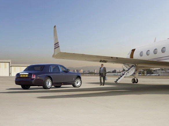 Самолет и автомобиль